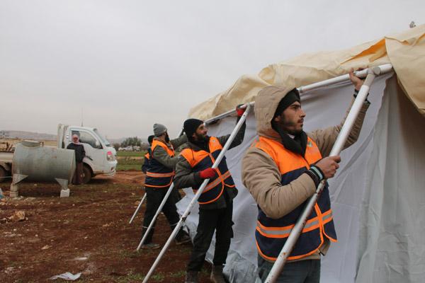 توزيع 500 خيمة